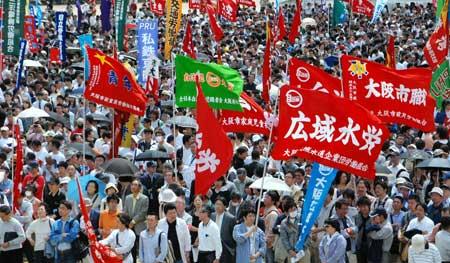 大阪城公園・太陽の広場に約7万人が集まった