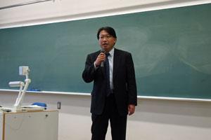労働法制など国際的には、あたりまえのことが日本ではまだまだ整備が必要と説明する高橋書記長