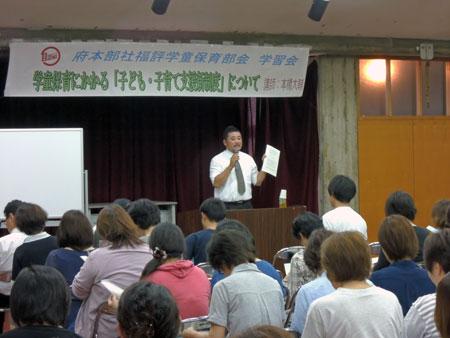 講師の本橋さんは、自身の職場の現状も交えながら、新制度についてわかりやすく説明を行った