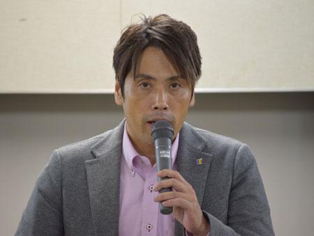 確定闘争に関する府内状況を説明する田中賃金調査部長