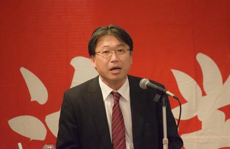 2017春闘方針について提起する高橋書記長