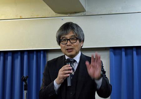 大阪市廃止分割構想の問題点について説明する山口委員長